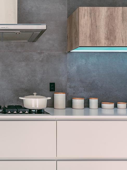 cuisine avec mur gris