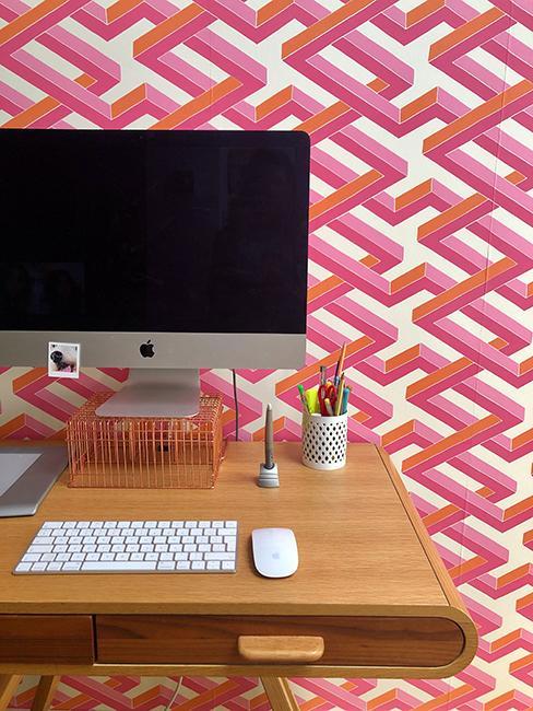 bureau avec tapisserie rose
