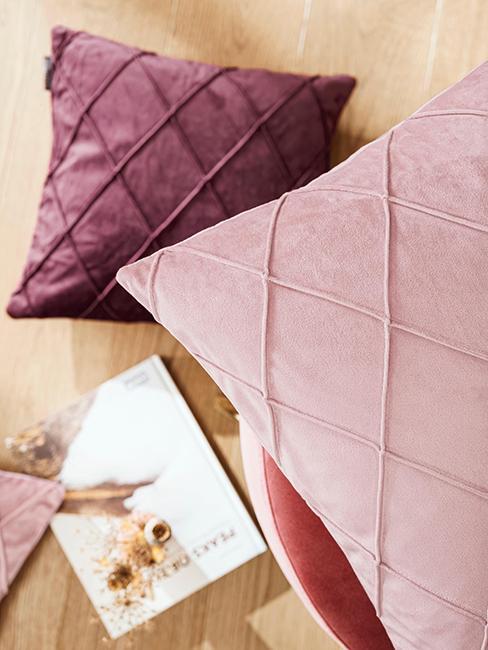coussins rose et violet en velours
