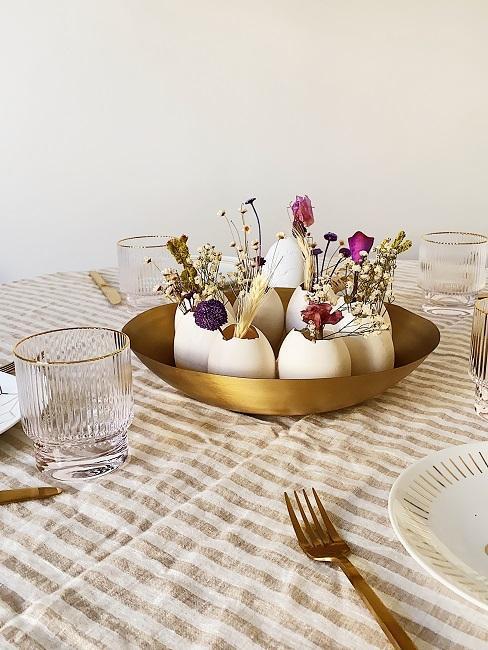décoration DIY avec oeufs comme vases
