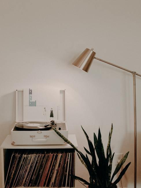 gramophone, lampadaire doré
