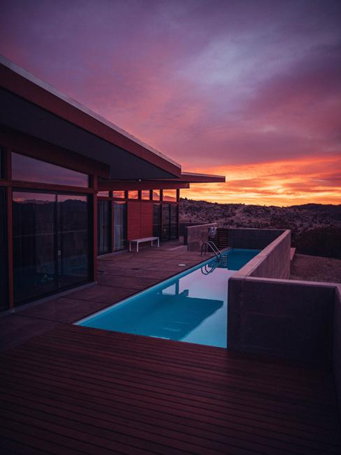 terrasse avec piscine et coucher de soleil