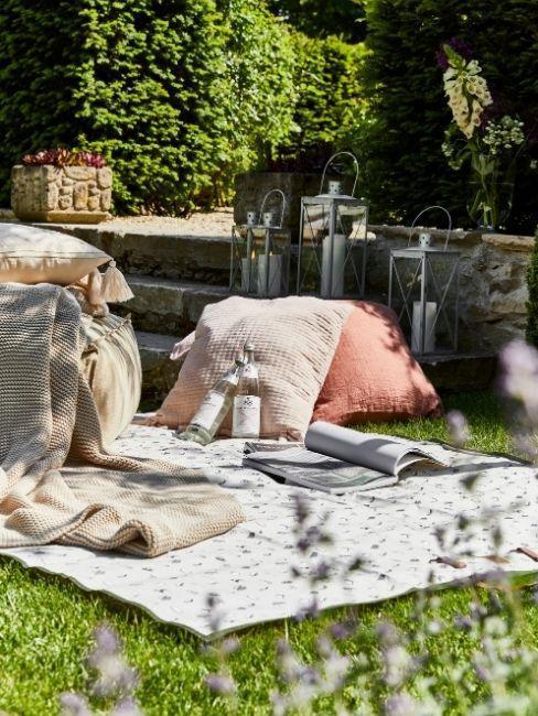 pique-nique dans le jardin