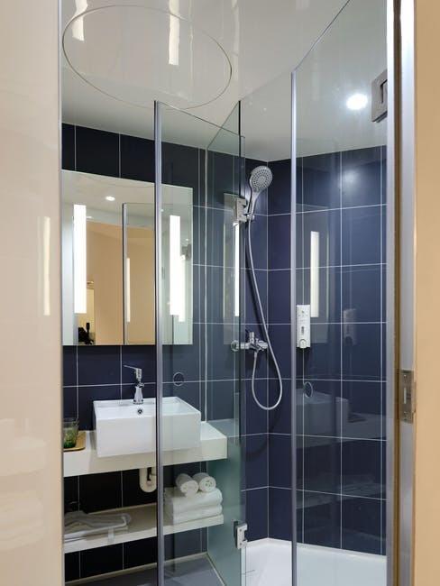 salle de douche, douche, carrelage, bleu