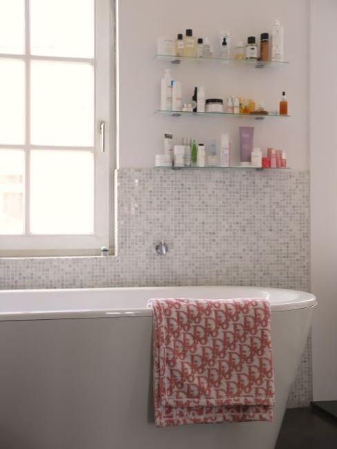 baignoire, salle de bains rétro