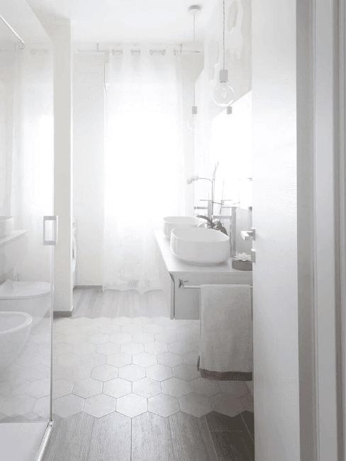 salle de bains toute blanche