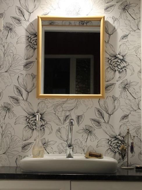 papier peint et miroir doré, style rétro