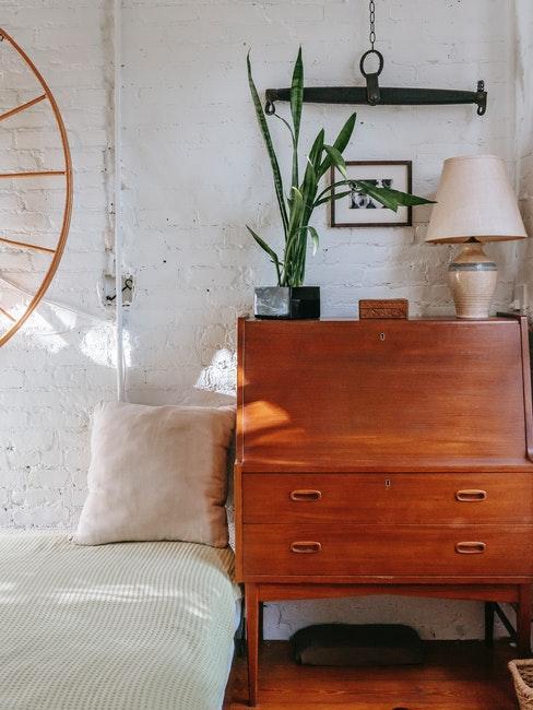 chambre vintage avec bureau récup et mur en brique style garage