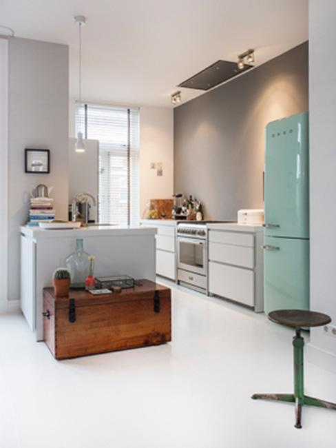 cuisine rétro, vintage, frigo vert pastel, réfrigérateur, coffre en bois