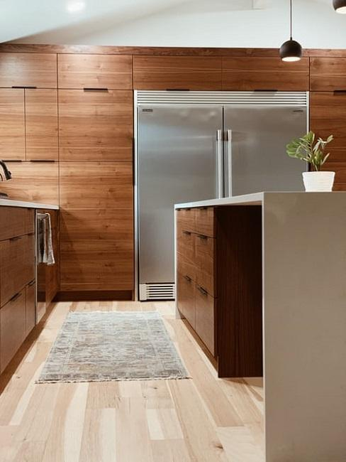 cuisine moderne en bois, tapis de cuisine