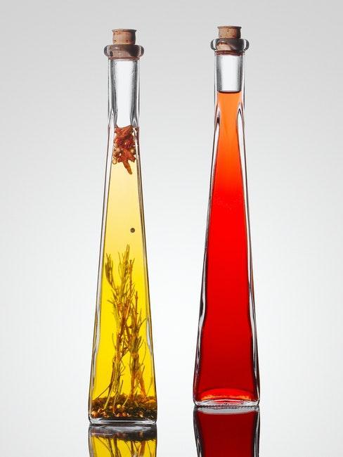 2 flacons d'huile d'olive à offrir comme cadeau pour ses invités de mariage
