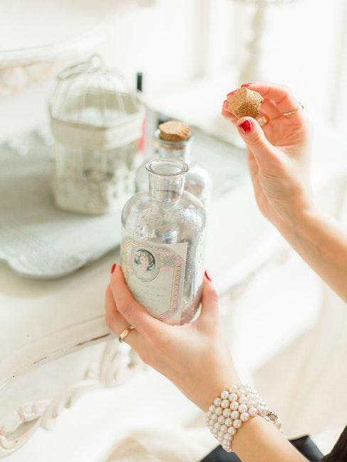 bouteille avec liqueur comme mariage, idées cadeau invités mariage