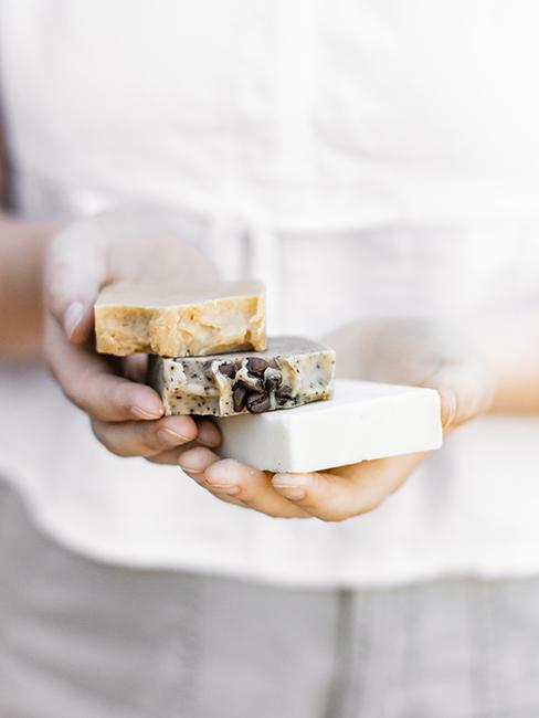 savons artisanaux comme cadeau pour invités de mariage