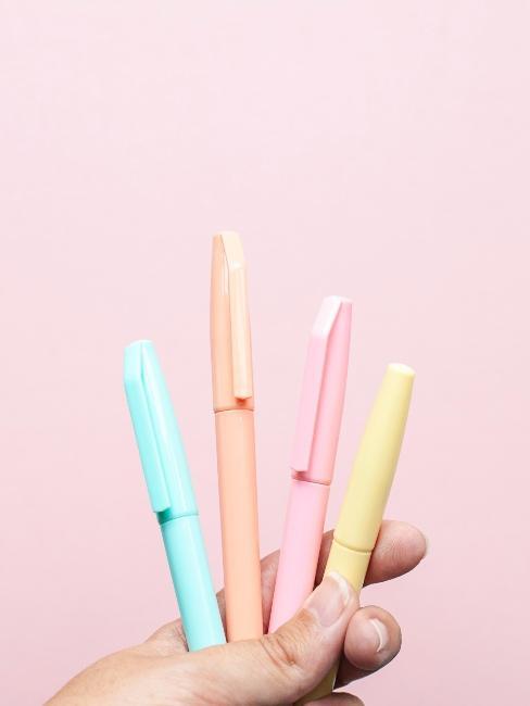 stylos et marqueurs pastel