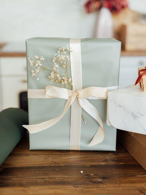 paquet cadeau bleu pale