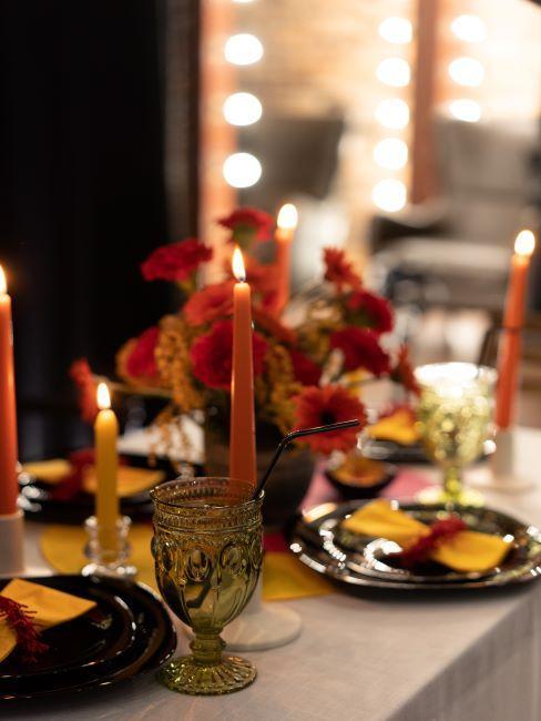 décoration de table avec rouge jaune et noir, décoration table mariage, bougies, cocooning