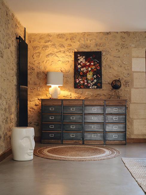 mur en brique avec grande commode dans la maison en pierre de Julien duquaire