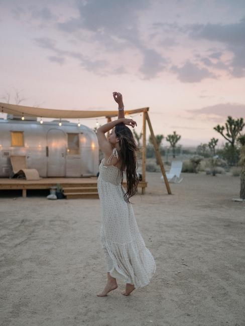 réception de mariage à l'extérieur style hippie