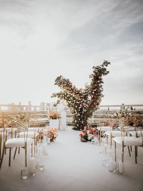 décoration sur un toit pour un petit mariage