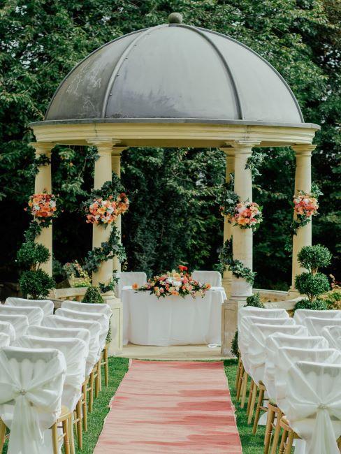 mariage laïque, lieu de mariage, cérémonie à l'extérieur, décoration mariage
