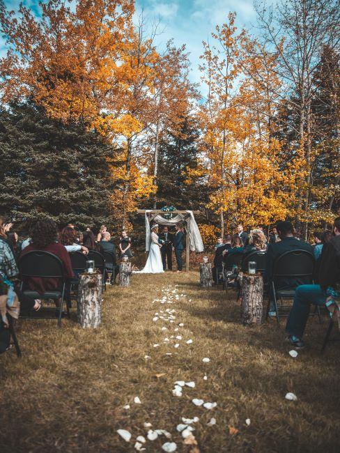 célébration de mariage en automne, mariage automne, mariage à l'extérieur