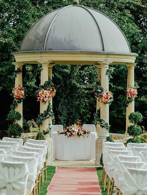 installation pour un mariage dans un jardin
