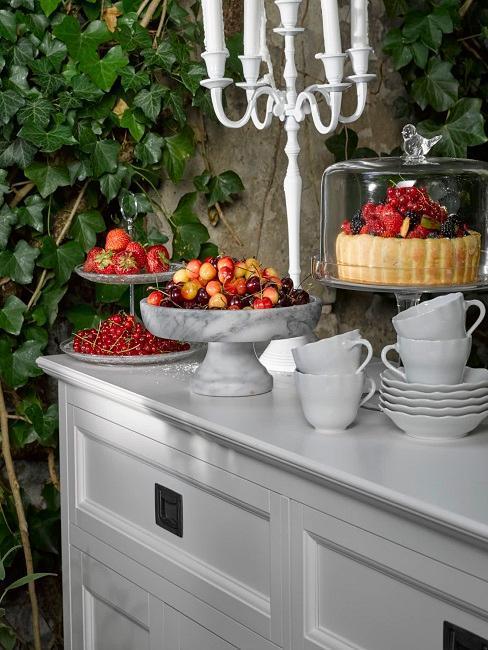décoration de table romantique dans jardin