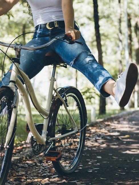 ballade en vélo dans les bois