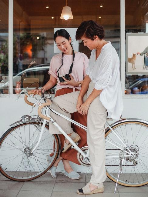 Deux femmes en voyage à vélo