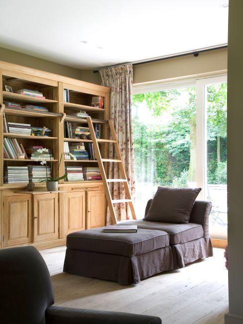Bibliothèque traditionnelle en bois, salon, lit de repos, méridienne