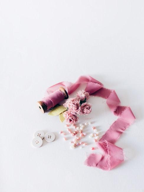 ruban, fleurs et perles DIY