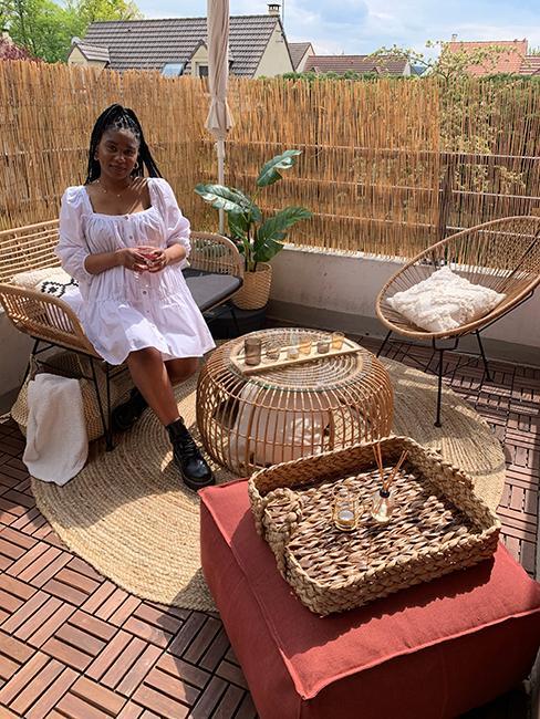après aménagement d'un balcon style boho avec ensemble de jardin en rotin chez veronica sither