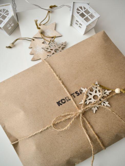 emballage cadeau en papier craft, cadeau de noel