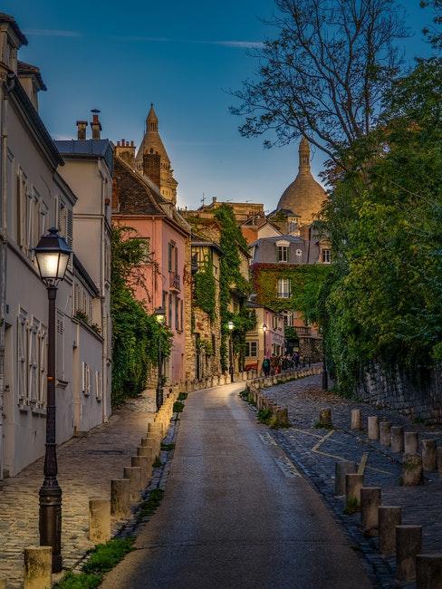 Ruelle de Montmartre la nuit