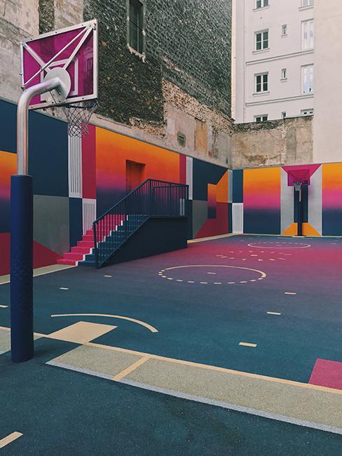 terrain de basket coloré à Paris
