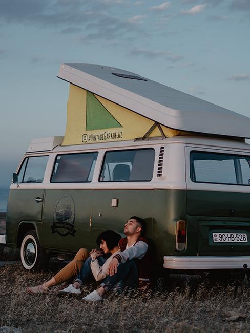 van vert vintage avec toit relevable