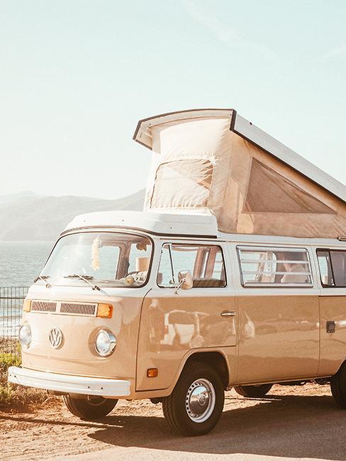 van beige retro avec toit relevable