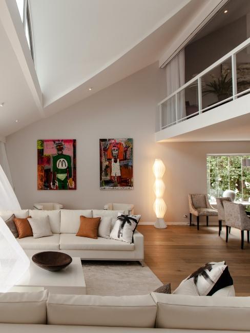 salon moderne avec mezzanine