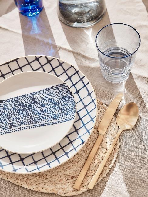 décoration de table bleu et doré