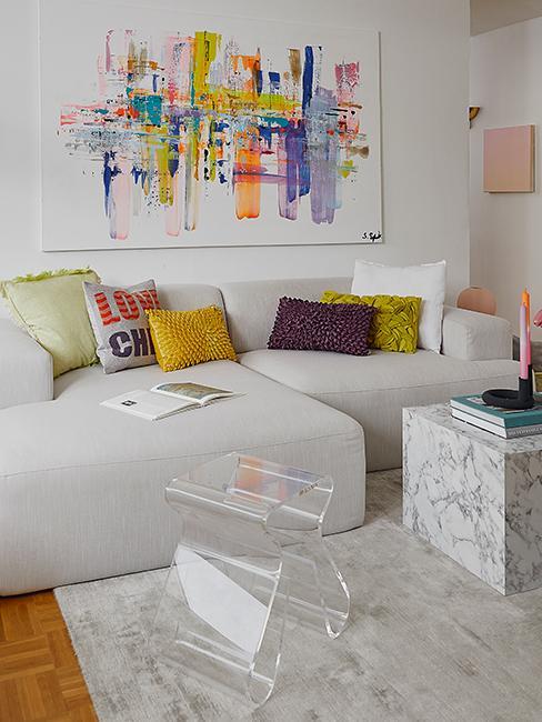 salon moderne avec coussins colorés