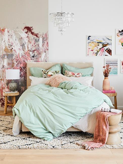 chambre coloré avec linge de lit menthe à l'eau