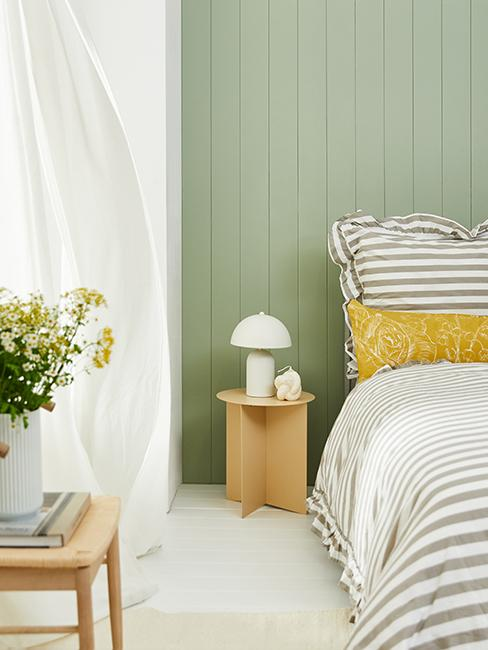 chambre avec mur vert
