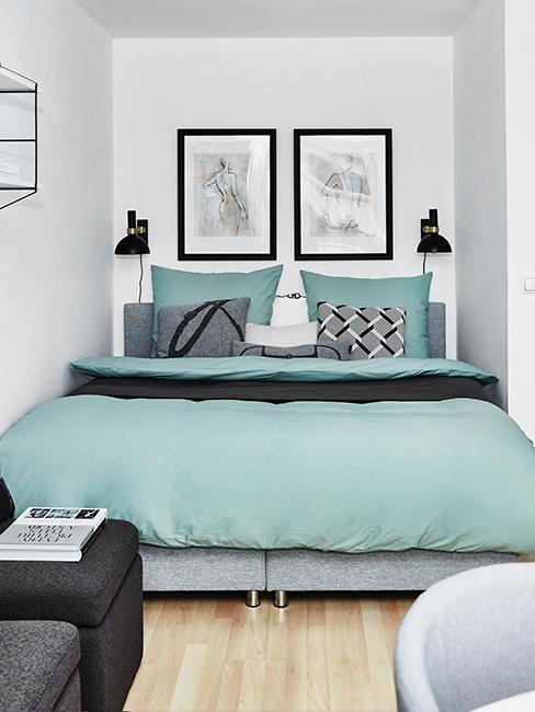 chambre moderne avec linge de lit vert