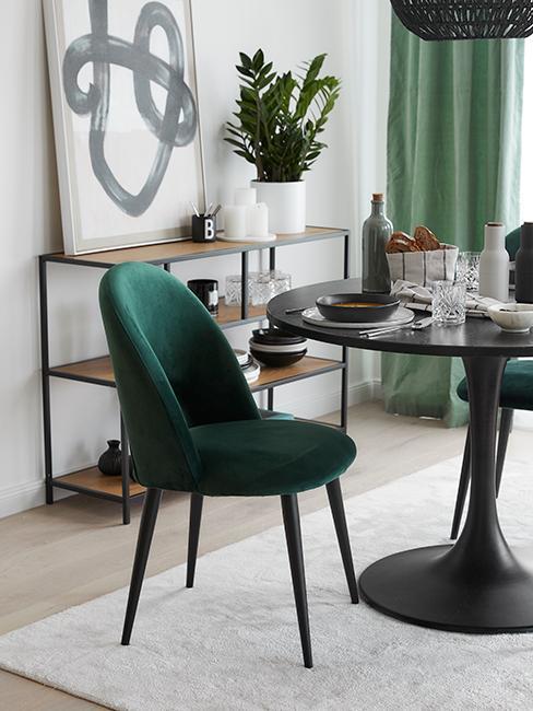 salle à manger moderne avec table noir et chaise verte en velours