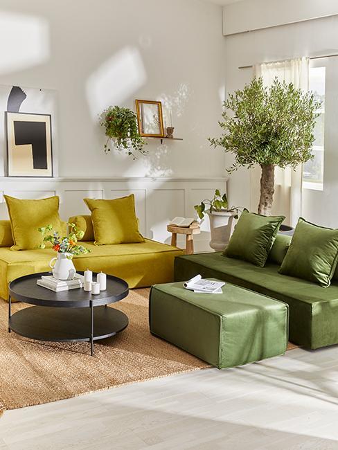 salon vert avec canapés vert olive et vert anis