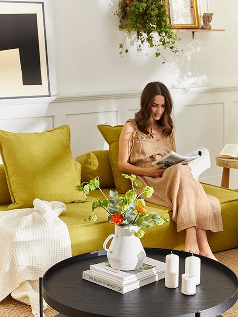 salon coloré avec canapé vert anis