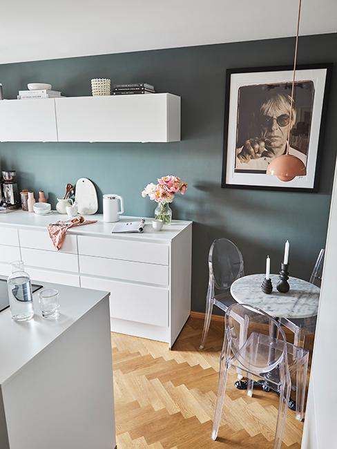 cuisine moderne avec mur vert