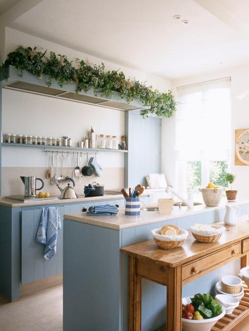 cuisine rustique bleue avec console en bois