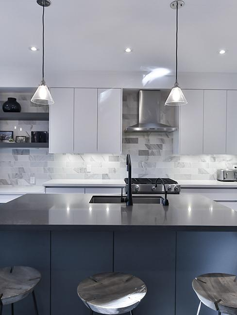 cuisine moderne bleu foncé et gris