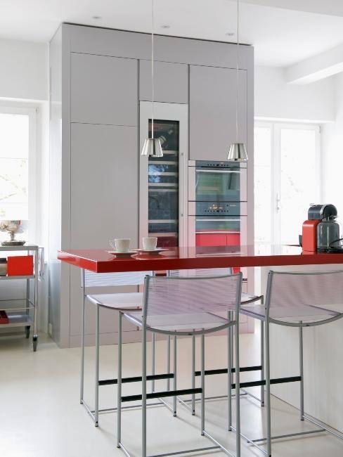 cuisine moderne avec table rouge